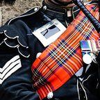 Schottischer Dudelsackspieler im traditionellem Dress.
