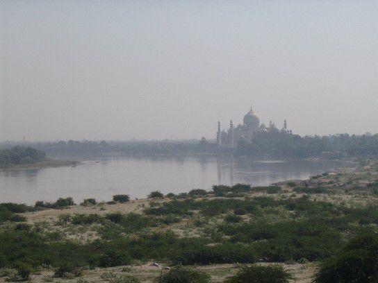 Taj Mahal wie eine Fata Morgana