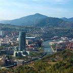 Das Bilbao BBK thront über dem Guggenheim-Museum