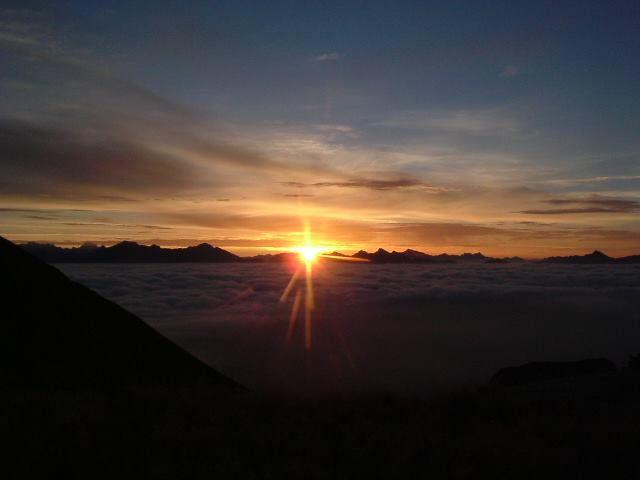 Sonnenaufgang über'm Nebel