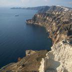 Felsenküste auf der griechischen Insel Santorin