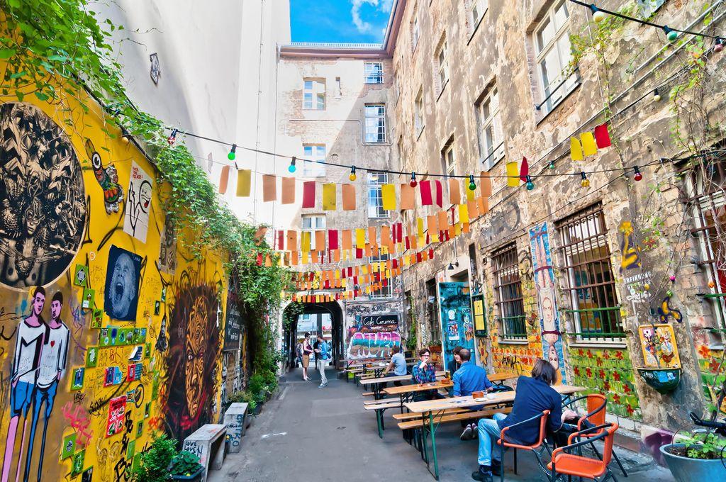 In Berlin Mitte traf sich einst Ost und West, heute gehört dieser Teil der Innenstadt zu den belebtesten Kiezen Berlins.