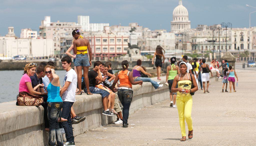 """Die Uferstraße """"Malecón"""" ist der Treffpunkt der Stadt"""