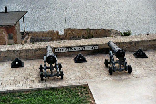 Hafen Valetta, Kanonen