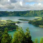 """Wanderparadies Azoren: Die größten Seen sind der """"Lagoa Verde"""" und der """"Lagoa Azul"""" auf São Miguel"""