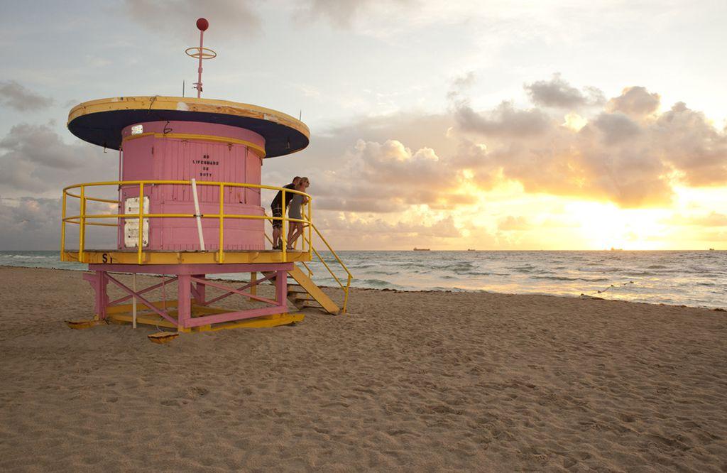 Rettungsschwimmer-Turm im Art déco-Stil