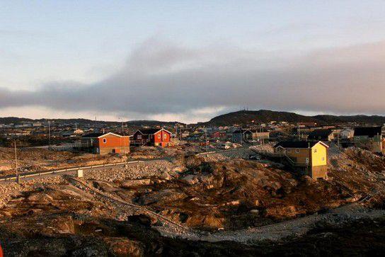 Ausblick vom Hotel über Ilulissat in der Abenddämmerung