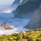 Die Felsküste im Norden Madeiras
