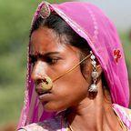 Indische Frau in Pushkar beim großen Fest der Kamele.