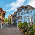 In der Stadt Meersburg findet man hübsche Häuser und Gassen.