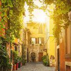 Kleine Gasse im Stadtteil Trastevere in Rom
