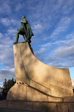 Leif Eriksson Statue vor der Hallgrimskirkja in Reykjavik