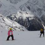 Tradition Opa lernt Enkelin Skifahren