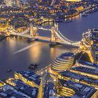 Luftbild mit Themse, Tower Bridge und Tower of London