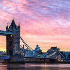 Die Tower Bridge bei Sonnenaufgang
