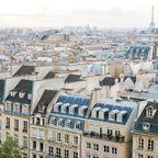 Paris von oben an einem wolkigen Tag