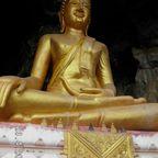 Buddha am Höhleneingang