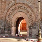 Durch die Stadttore gelangt man in Marrakeschs Innenstadt