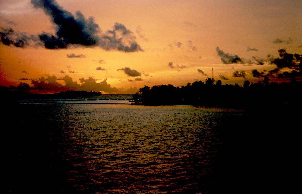 Maldives-Kurumba-Island-sunset.jpg