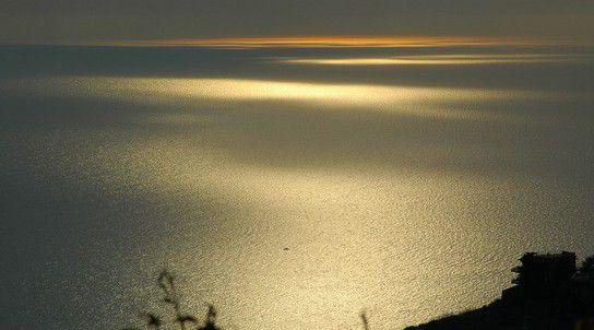 Lichtspiele auf der Meeresoberfläche