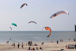 Optimale Windverhältnisse zum Kite-Surfen findet man auf Sylt
