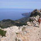 Bei einer Herbstreise nach Mallorca lohnt sich eine Wanderung entlang der Route der Trockensteinmauern.