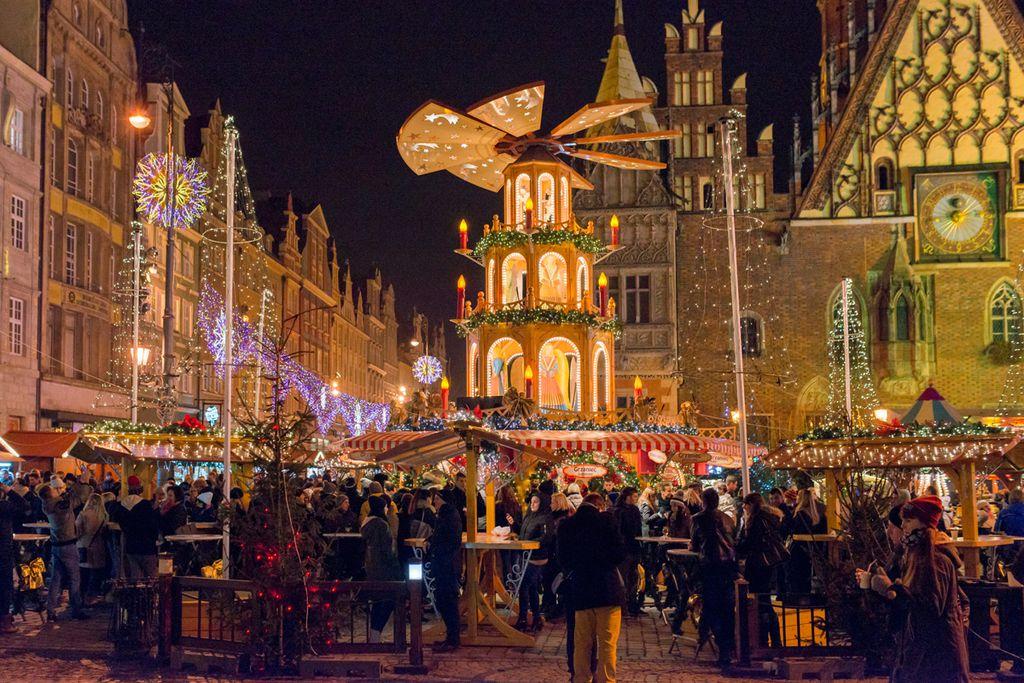 Der Weihnachtsmarkt in Breslau bietet internationale Spezialitäten und Altstadtflair