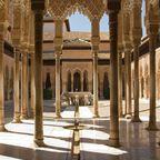Die Alhambra thront über Granada