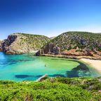 Der Strand von Cala Domestica liegt im Südwesten Sardiniens