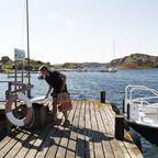 Annika liefert Lebensmittel auf der Insel Risön ab