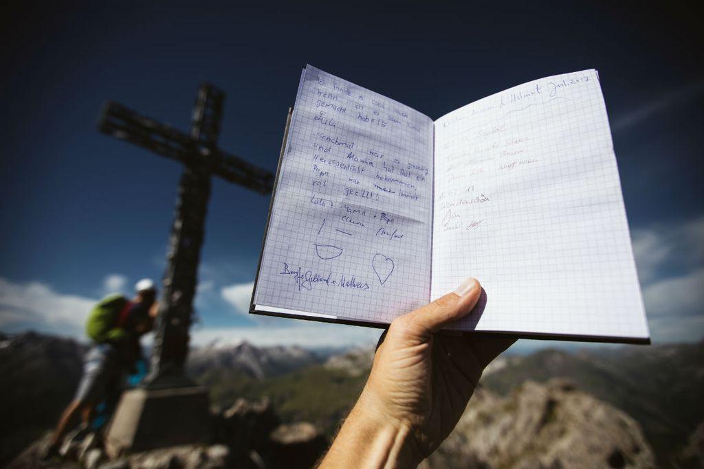 in einem Gipfelbuch verewigen