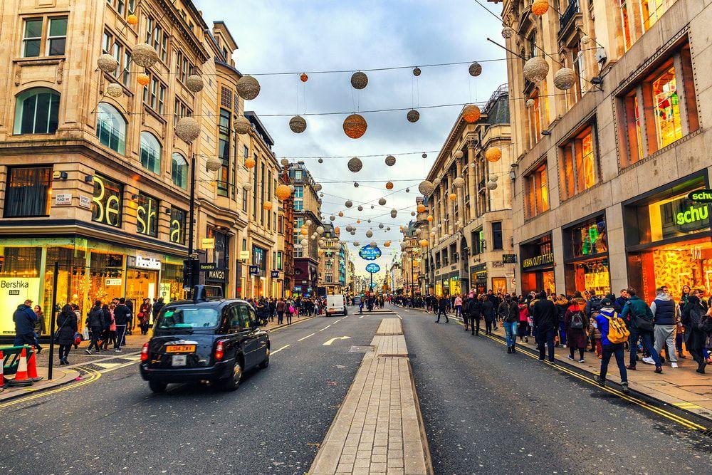 Die Oxford Street mit Weihnachtsbeleuchtung