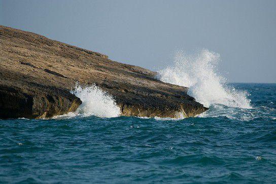 Wellen am Kap Fourni