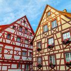 Hübsche Häuserfassaden in Meersburg