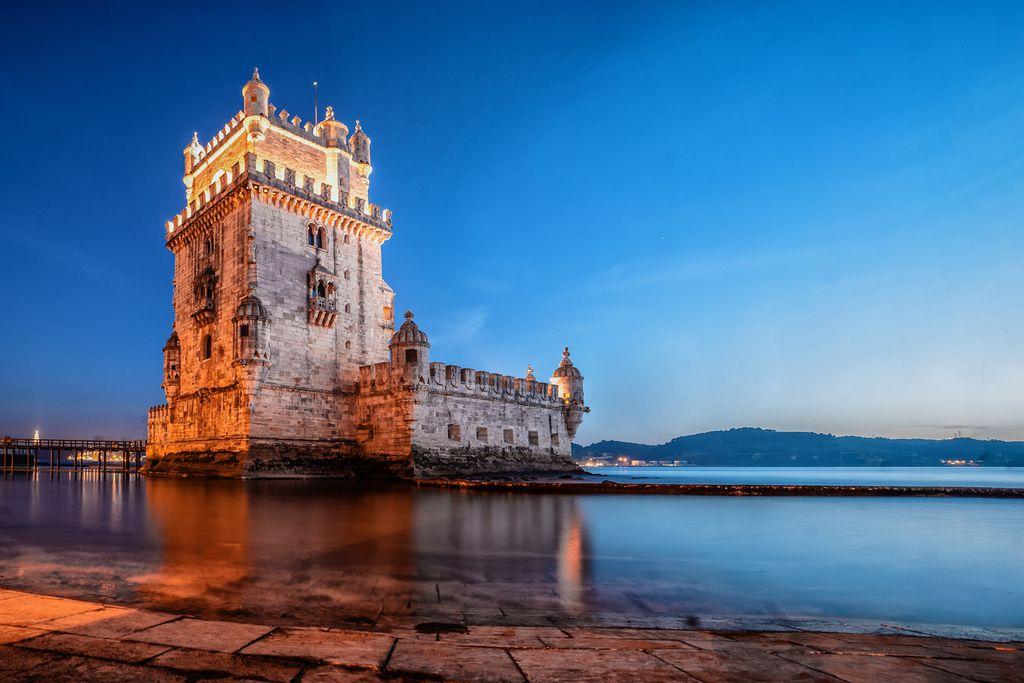 Torre de Belém in der Dämmerung