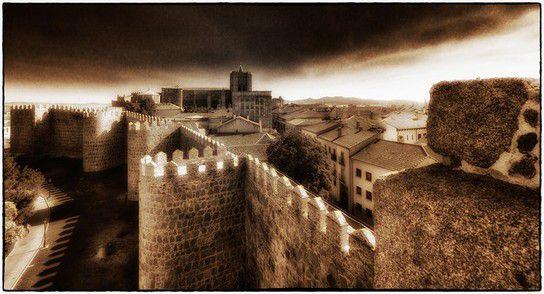 Kirche und Stadtmauer