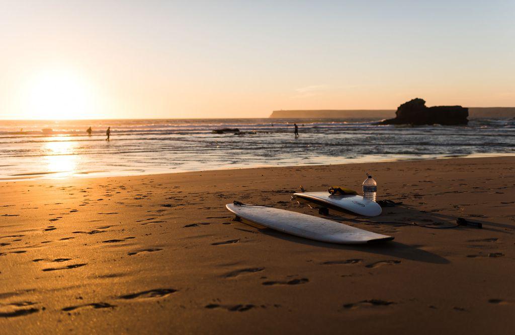Surfbretter am Strand in Sagres