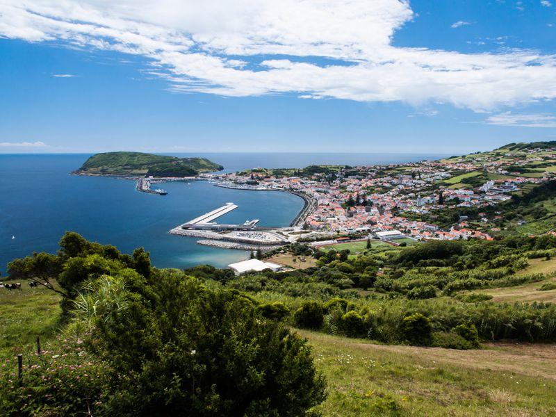 Die Azoren, eine Gruppe von neun größeren portugiesischen Inseln, liegen einsam mitten im Atlantik
