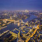 Luftbild mit Themse und Tower Bridge