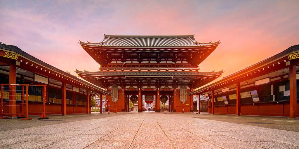 Der Sensoji-ji Tempel in Asakusa am Morgen