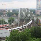 Ausblick vom Dom4 Hohenzollernbrücke.jpg