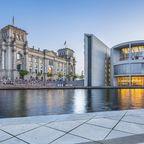 Berlin-Besucher erwarten ikonische Wahrzeichen wie das Reichstagsgebäude und das Kanzleramt, einige der besten Techno-Clubs der Welt und ein wahres Shoppingparadies.