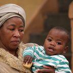 Mutter mit Kind in Südafrika