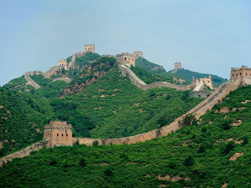 Die Chinesische Mauer gilt als größtes und bekanntestes Bauwerk der Welt