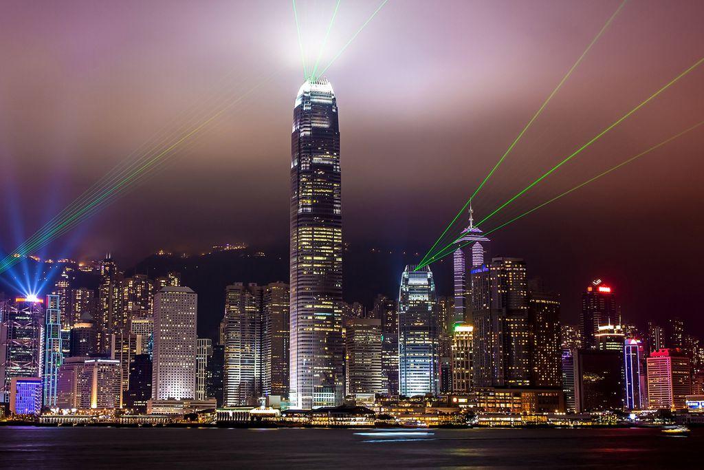 Die Lichtshow beim Victoria Harbour ist spektakulär