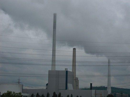 Dunkle Wolken büerm Kraftwerk