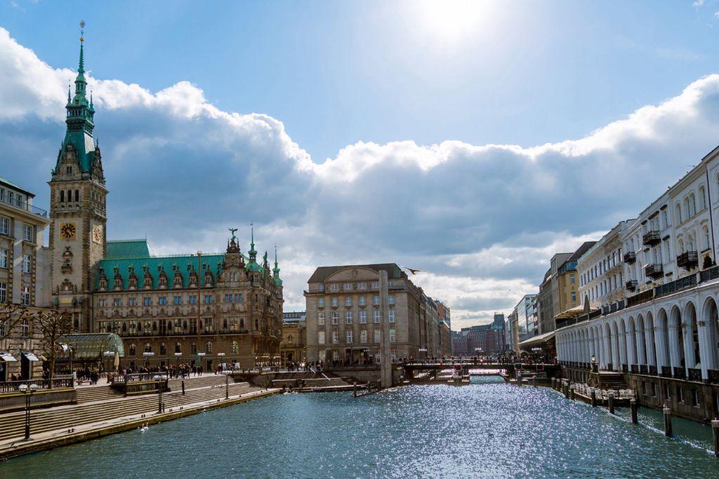 Sommer in Hamburg - die Hansestadt erwartet Besucher im August mit angenehmen Temperaturen.