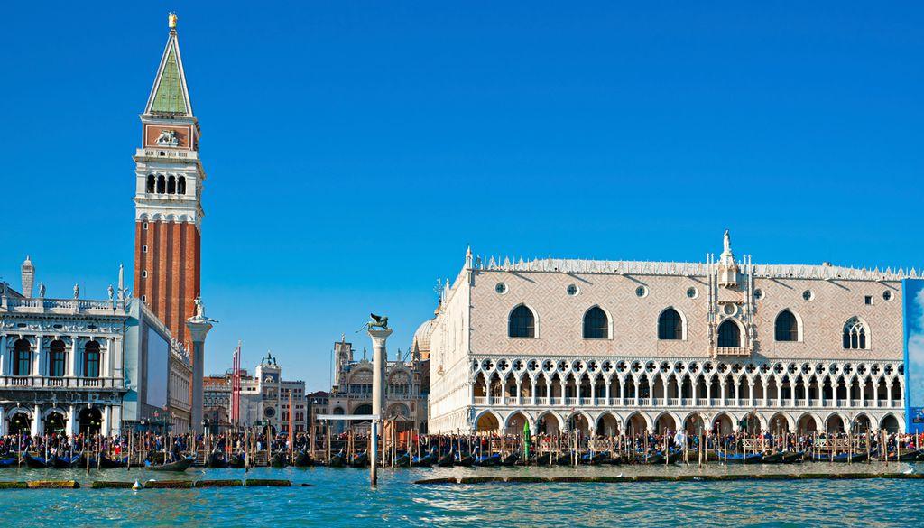 Dogenpalast: imposantes Gebäude venezianischer Baukunst