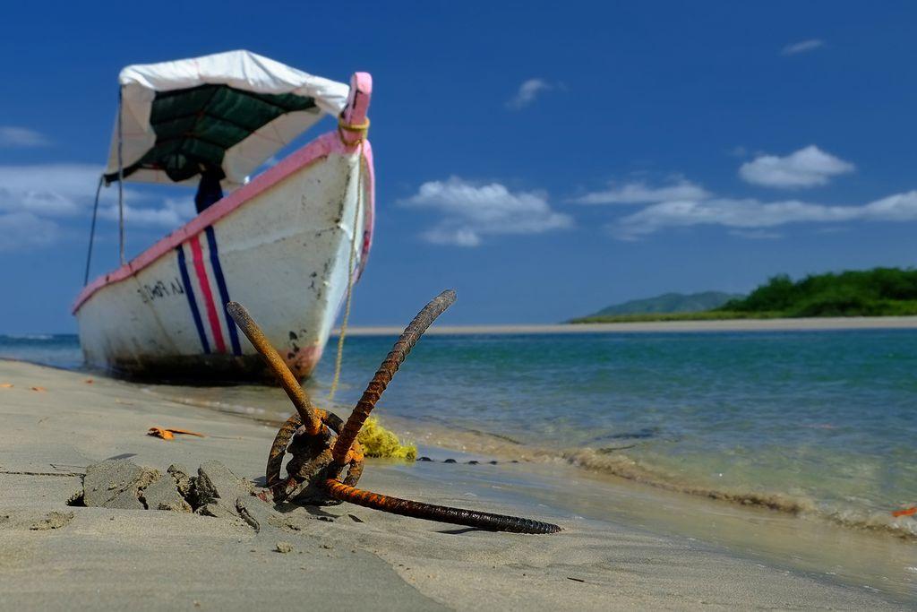 Schiffsanker am Strand