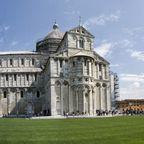 Die Rundreise startet mit einem der berühmtesten Bauwerke Italiens: Dem Campanile, besser bekannt als der schiefe Turm von Pisa.